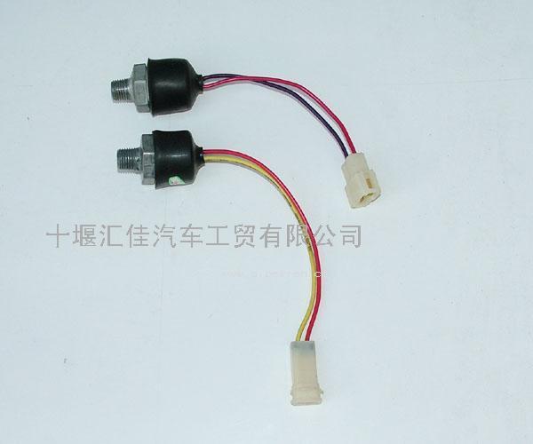制动灯开关  配件图号:jk611qc配件名称:气压制动灯开关适用车高清图片